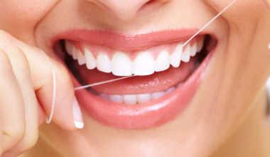 Greifen Sie 1x täglich zur Zahnseide