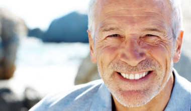 Können Implantate auch bei älteren Menschen eingesetzt werden?