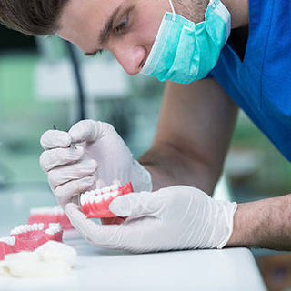 Feste Zahnersatz-Implantate